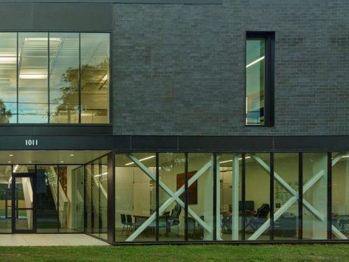 A Street Building (Modus Studio)/ES